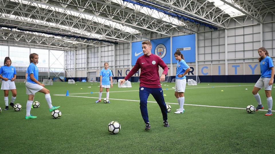 Академия футбола манчестера в англии для детей